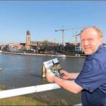 Auteur René Berends schreef met De Brug zijn tweede boek uit de reeks historische Deventer kinderboeken. foto Tom van Dijke